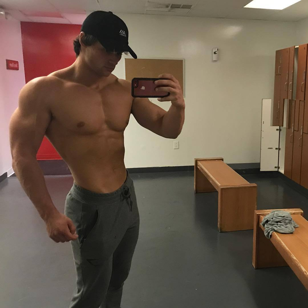 huge-muscular-youngsters-dylan-mckenna-cocky-beefy-bro-selfie