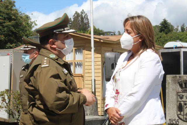 Coronel Fernando Fajardo y gobernadora Oyarce