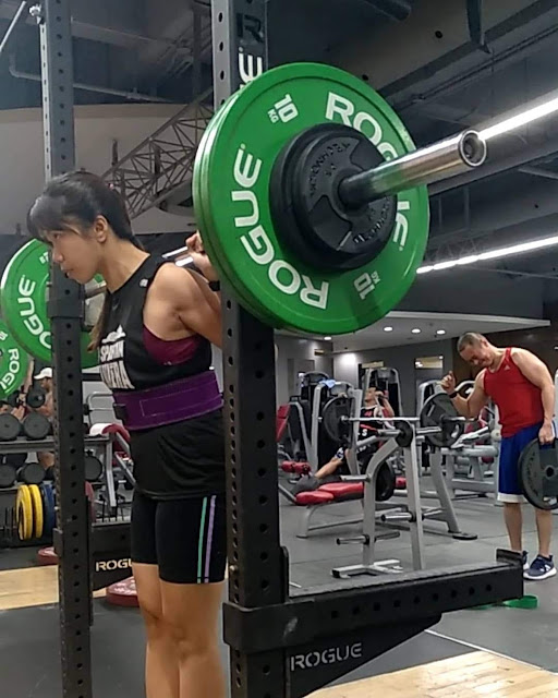 Stef dela Cruz barbell squat