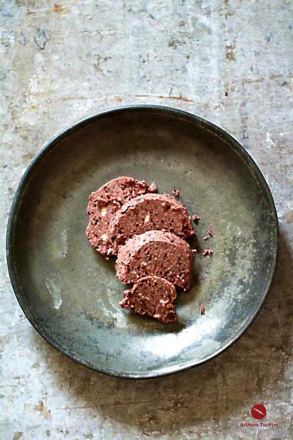 """Rezept für cremig-scharfe Rotwein-Pfeffer-Butter, der ein wenig Banyuls den letzten Kick verleiht. Wer keinen Banyuls hat, verwendet ersatzweise roten Portwein. Und als Pfeffer die Mischung """"Sieben"""" von Ingo Holland #butter #kräuterbutter #rotwein #portwein #gewürze #vegetarisch #weihnachten #steak #fleisch #grillen #pfeffer #fingerfood #gemüse #dip #rumpsteak #thermomix #kräuterbutter #tomatenbutter #zutaten #einfach #schnell #schalotten"""