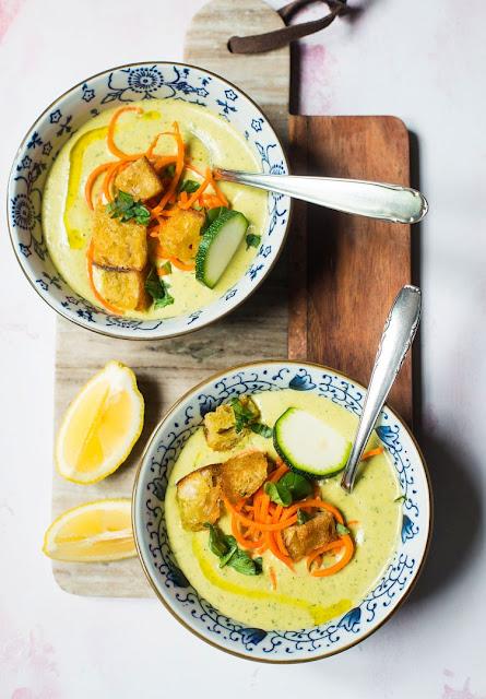 Zucchini-Möhren-Suppe mit Zitrone und Basilikum