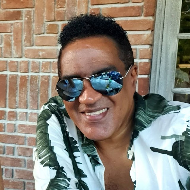 Kinito Méndez sufre accidente, sale ileso