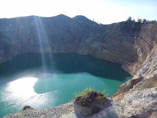 Danau Kalimutu Warna Hijau