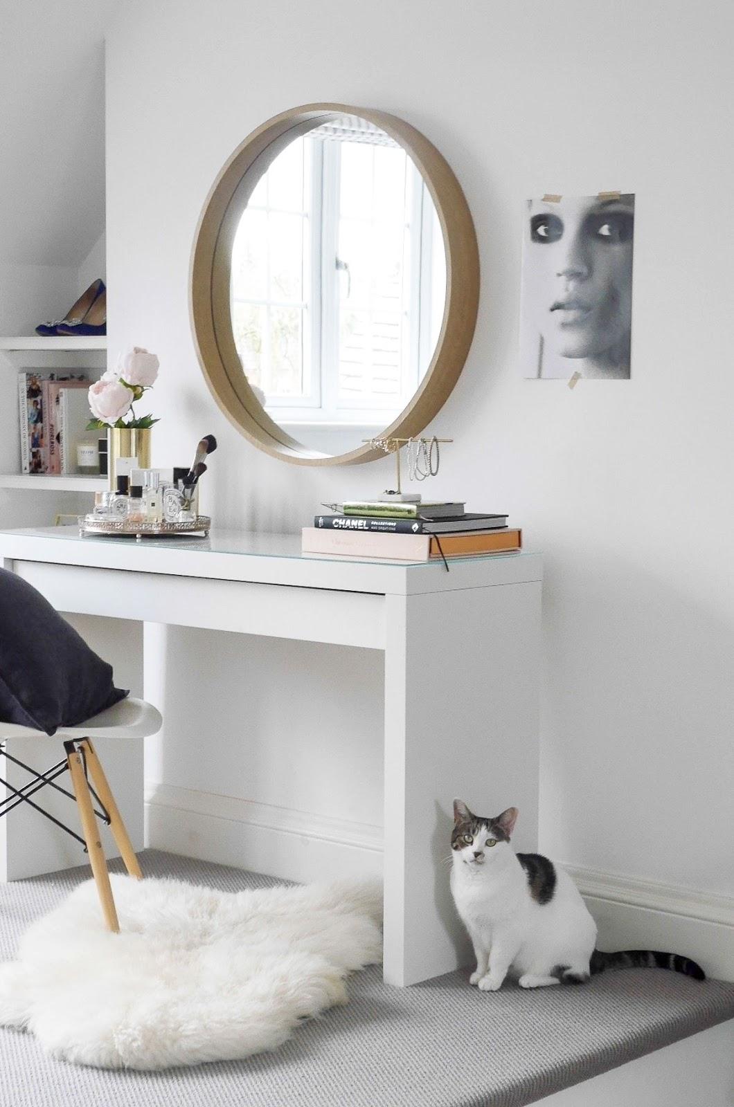 10 Ways To Decorate With Round Mirror