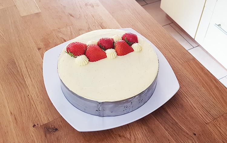 Montage du fraisier : décoration
