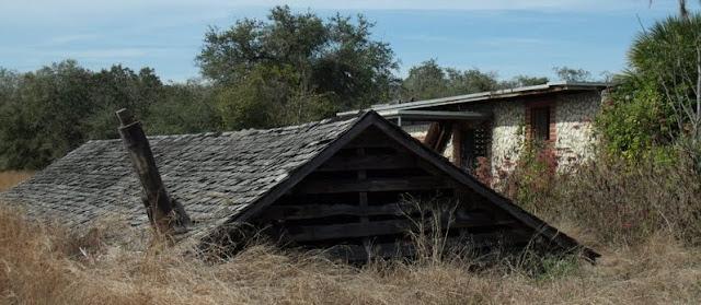 Ruinas del Tom Gaskin's Cypress Knee Museum en Harrisburg