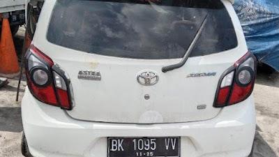 Toyota Agya Seruduk Truk Trailer Parkir di Jalan Tol Medan-Tebingtinggi, Satu Orang Tewas