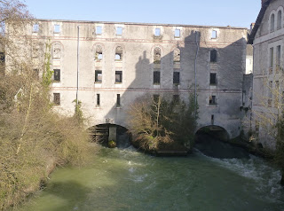 visite de la ville et abbaye de Cormery moulin roue aube