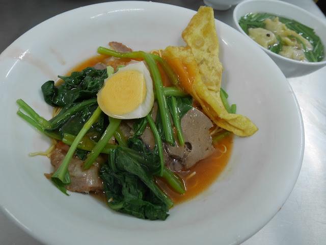 bowl of vietnamese mi kho dry noodles