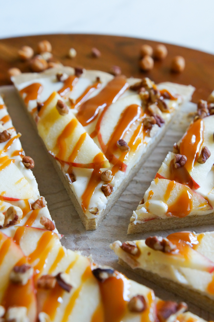 Honeycrisp Caramel Apple Pizza | bakeat350.net