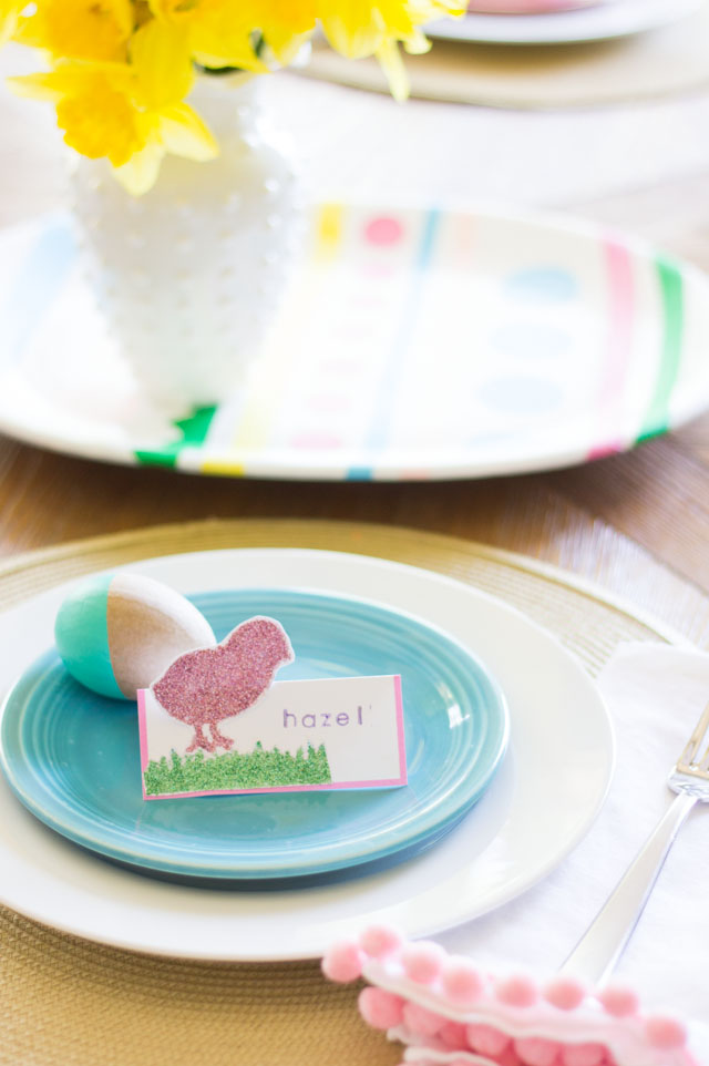 Glittered baby chick place cards - perfect for an Easter brunch or a baby shower!