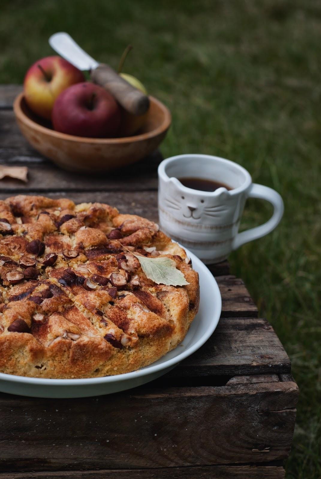 Ciasto ucierane z jabłkami i orzechami