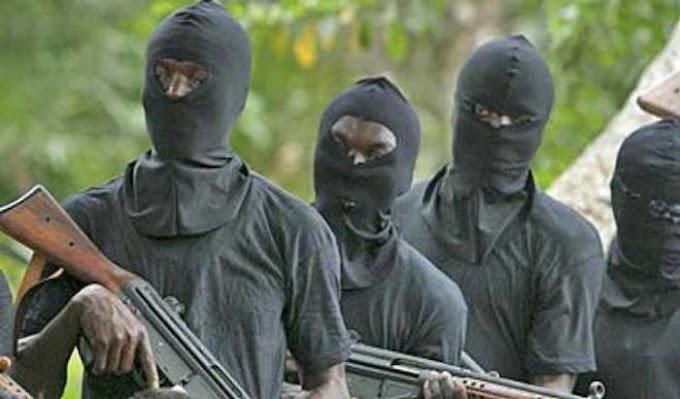 OMG!! Gunmen Bomb Immigration Headquarters In Abia, Kill Officers