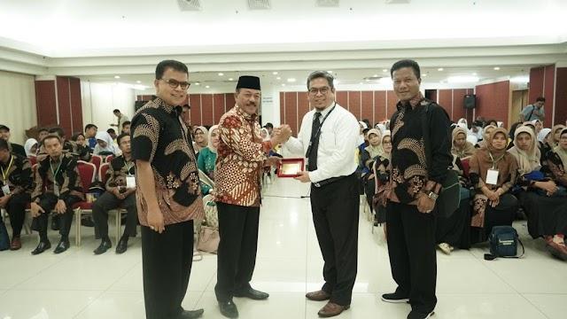 Berangkatkan Siswa Berprestasi, KBRI Kuala Lumpur Puji Pemkab Tanah Datar.