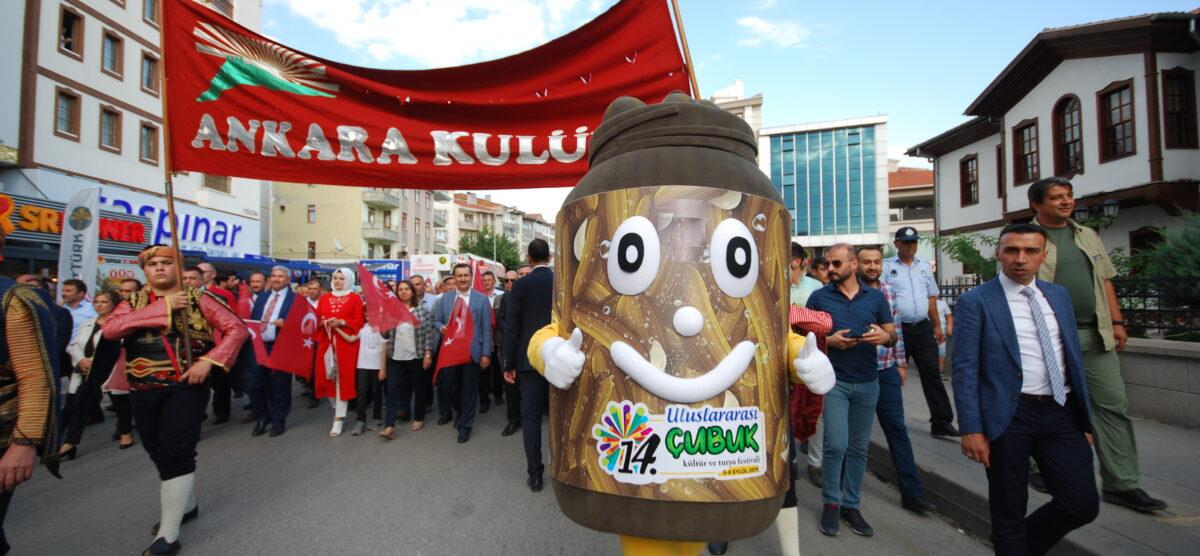 Çubuk Turşu Festivalinde Maskota Çocukların Yoğun İlgisi