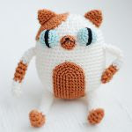 http://www.ravelry.com/patterns/library/amigurumi-cake-the-cat