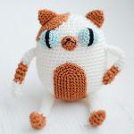 http://www.ravelry.com/patterns/library/amigurumi-cake-the-cat