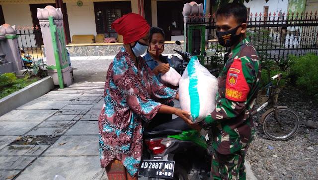 Babinsa Koramil Pedan Melaksanakan Pendampingan Pendistribusian BPNT