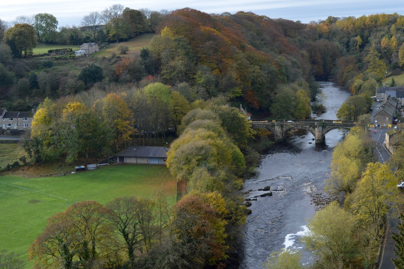 A weekend break in Richmond, North Yorkshire | What to do with the kids - English Heritage Richmond Castle - views of river swale from castle