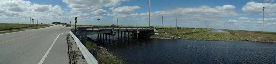 County Road 880 y la Sam Senter Road sobre el Ocean Canal en Geerworth o Nine Mile Bend