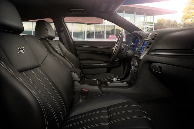 Interior view of 2017 Chrysler 300S