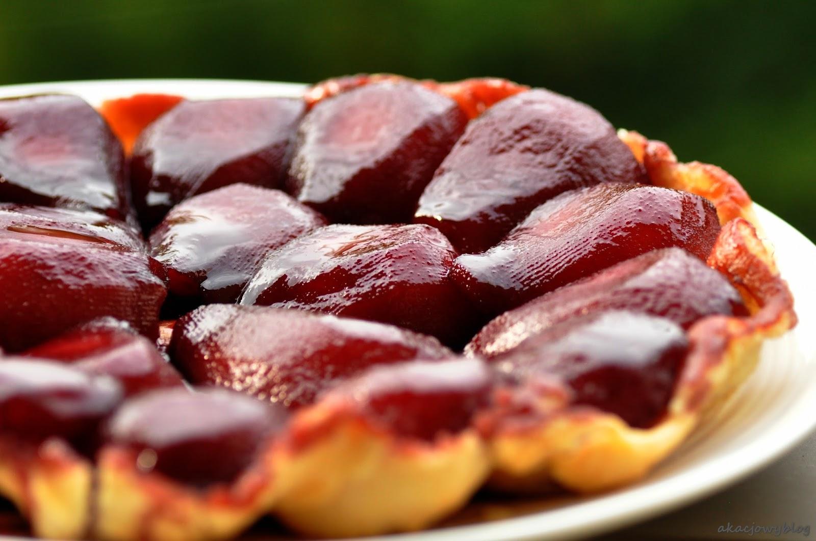 Tarta z gruszkami w czerwonym winie  i  ostatnie chwile kolorowej jesieni.