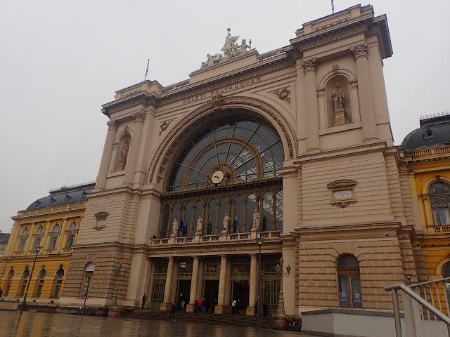 Fasada dworca Keleti (Wschodniego)