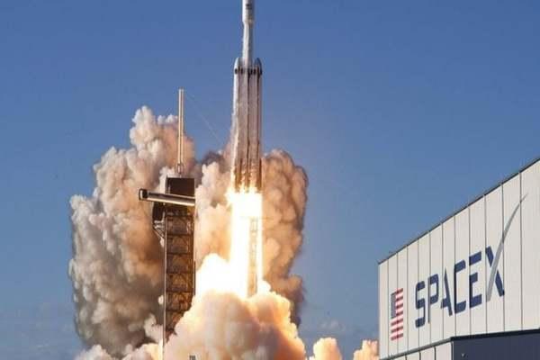 شركة SpaceX تخطط لإطلاق 30،000 قمر صناعي