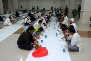 Makan Di Masjid