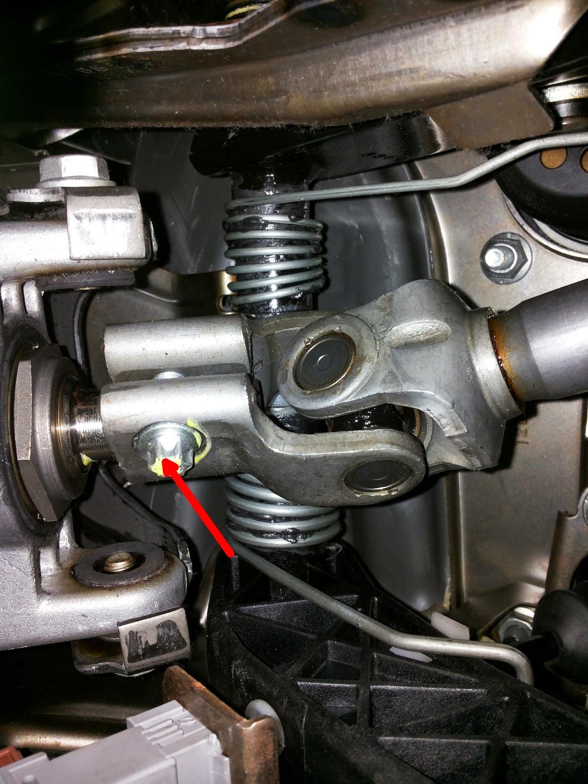 Masywnie Opel Meriva A: Wymiana krzyżaka/łącznika przekładni kierowniczej IK95