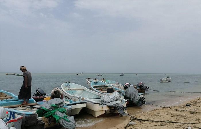 """عدن.. خفر السواحل تحذّر الصيادين مع اقتراب إعصار """"كيار"""""""
