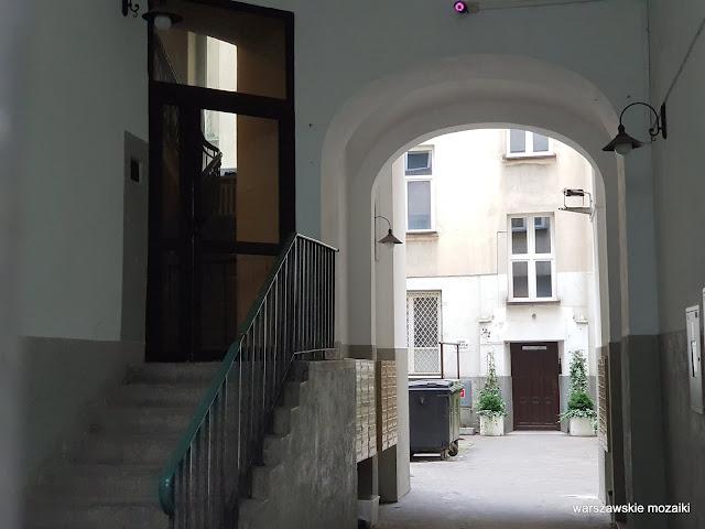 Warszawa Warsaw kamienica ulica warszawskie ulice architektura architecture Śródmieście brama schody