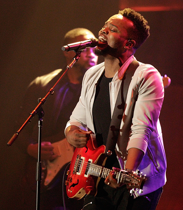Travis Greene - Worship Lyrics, Video & Mp3 Download
