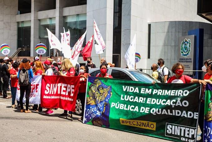 Servidores protestam no Recife contra PEC que altera regras do funcionalismo público