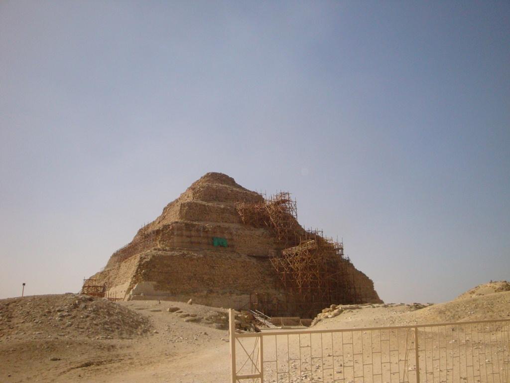 Pirâmide escalonada em Djoser