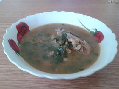 Supă de pui și năut cu ștevie, urzici, usturoi verde: Rețetă fără gluten