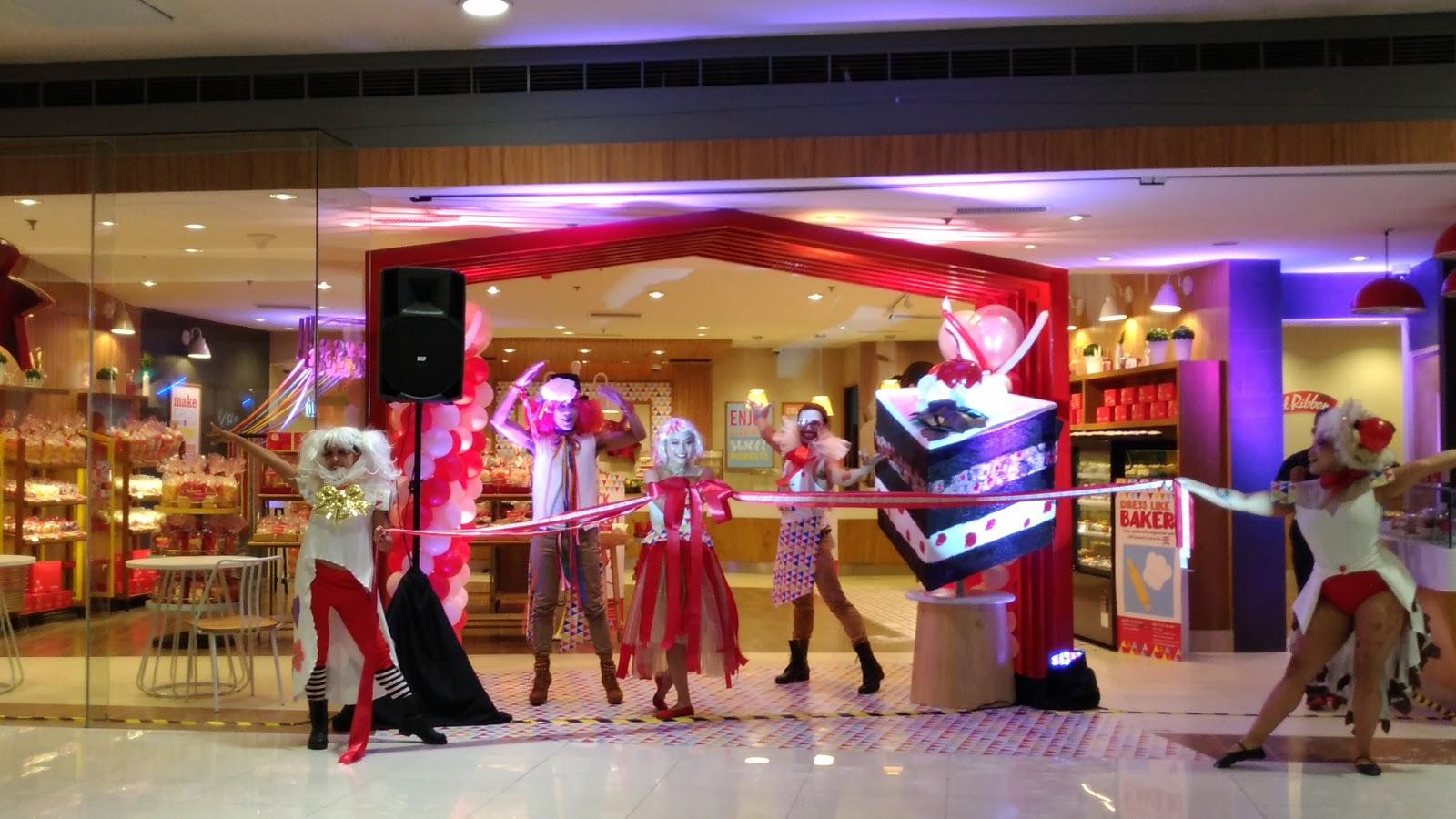 Red Ribbon Launches Its 1st Flagship Store Enjoying Wonderful World