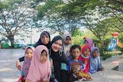 Ausatun Nabilla, Mahasiswi Universiti Teknologi Malaysia Ikuti Kegiatan Volunteer Yayasan Indonesian Youth Action