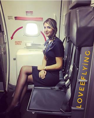 Flight Attendance Cabin Crew Pramugari cewek mansi rok mini imut