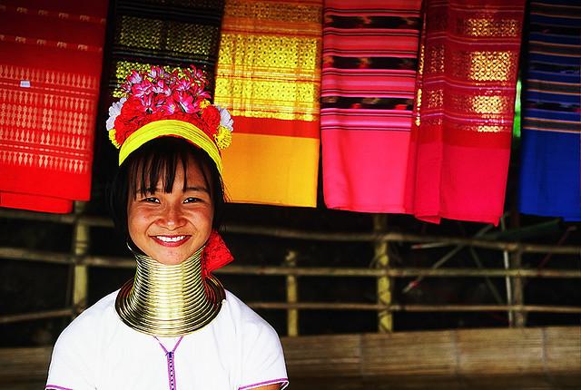 Modifikasi Tubuh Suku-Suku di Dunia Modifikasi Tubuh Suku-Suku di Dunia 3