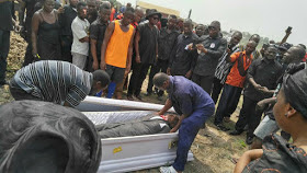 O.M.G!!! See How Angry Mortuary Workers Storm Cemetry, Seize Corpse Over Unsettled Bills