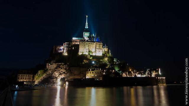Visitar Mont Saint-Michel noche viaje Normandia Francia Bretaña