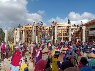 Danramil Empang Pimpin Gotong Royong Cor Masjid Nurul Ikhlas Labangka