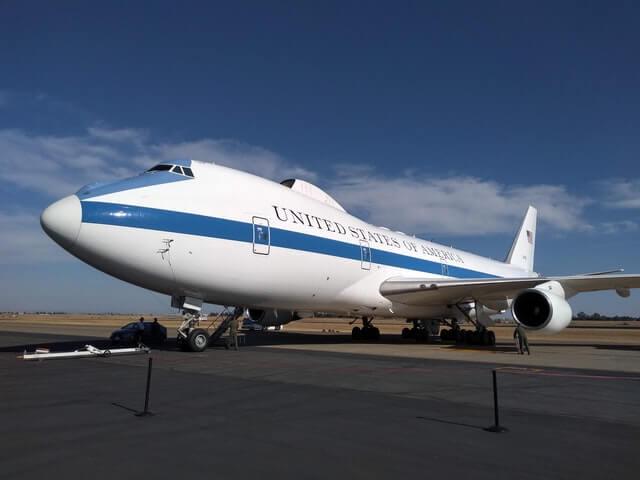 اسرار وتاريخ طائرة الرئيس الامريكي