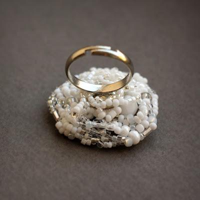 купить белое кольцо бижутерия фриформ украшения из бисера