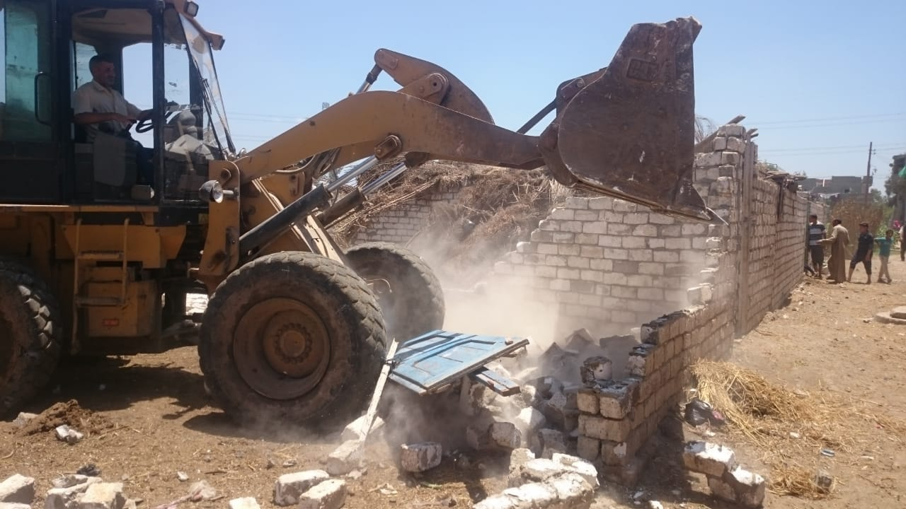 إزالة 4 حالات تعدي علي مساحة  680 م2  بكوم حماده وأبو حمص والرحمانية