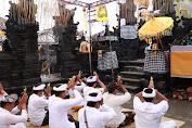 Bupati Suwirta Hadiri Karya Mecaru Rsi Gana lan Melaspas di Desa Adat Dalem Setra Batununggul