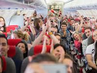 Tips Aman Naik Pesawat, Jangan Tidur Saat Lepas Landas