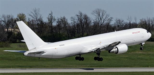 b767-300f kalitta air takeoff