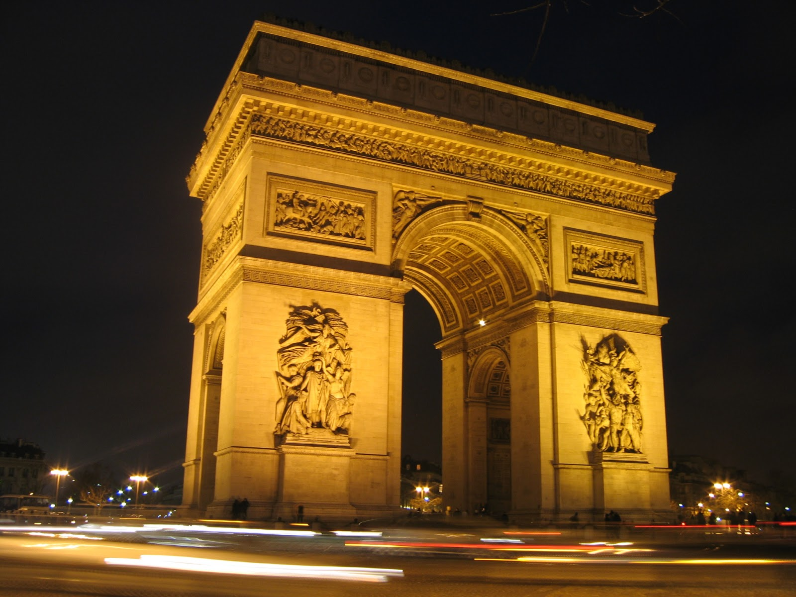 world visits arc de triomphe popular monument in paris. Black Bedroom Furniture Sets. Home Design Ideas